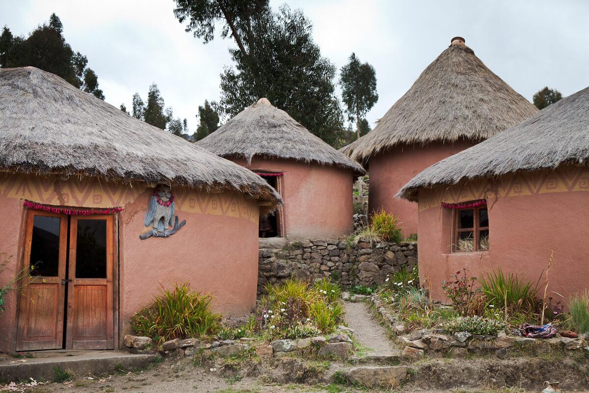 Amaru houses